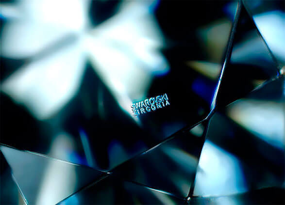 Swarovski Zirkonia unter Mikroskop